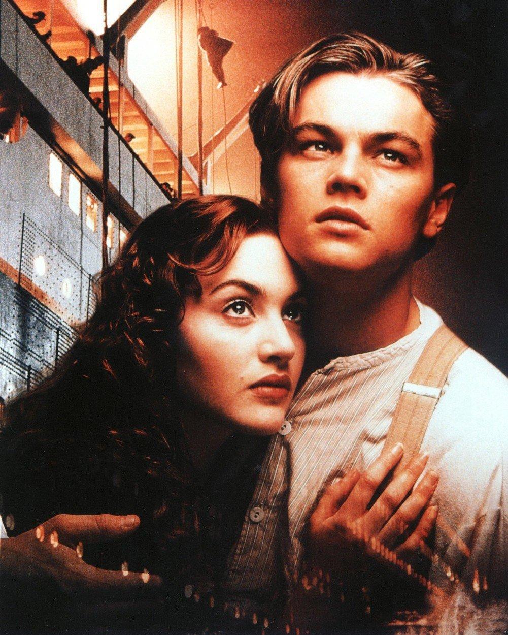 Kate Winslet a Leonardo DiCaprio v Titanicu