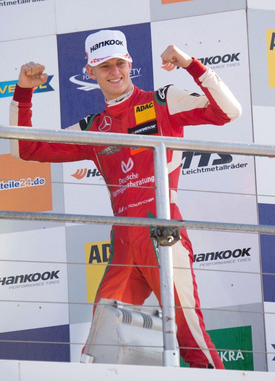 Syn Michaela Schumachera Mick má po triumfu ve formuli 3 nakročeno do F1