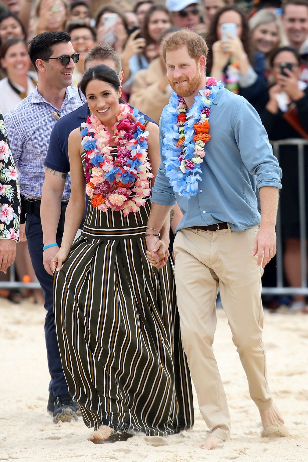Těhotná Meghan s princem Harrym na pláži v Austrálii.