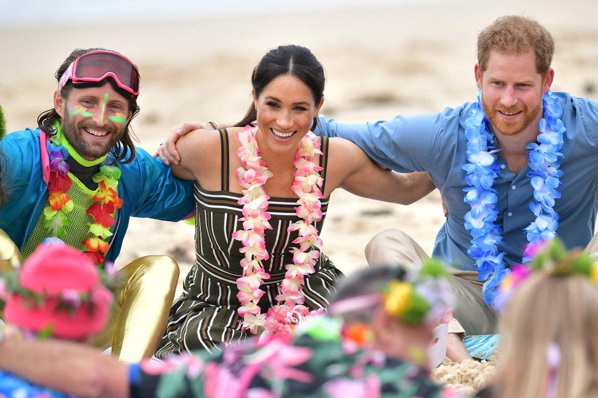 Harry a Meghan na pláži v Austrálii.