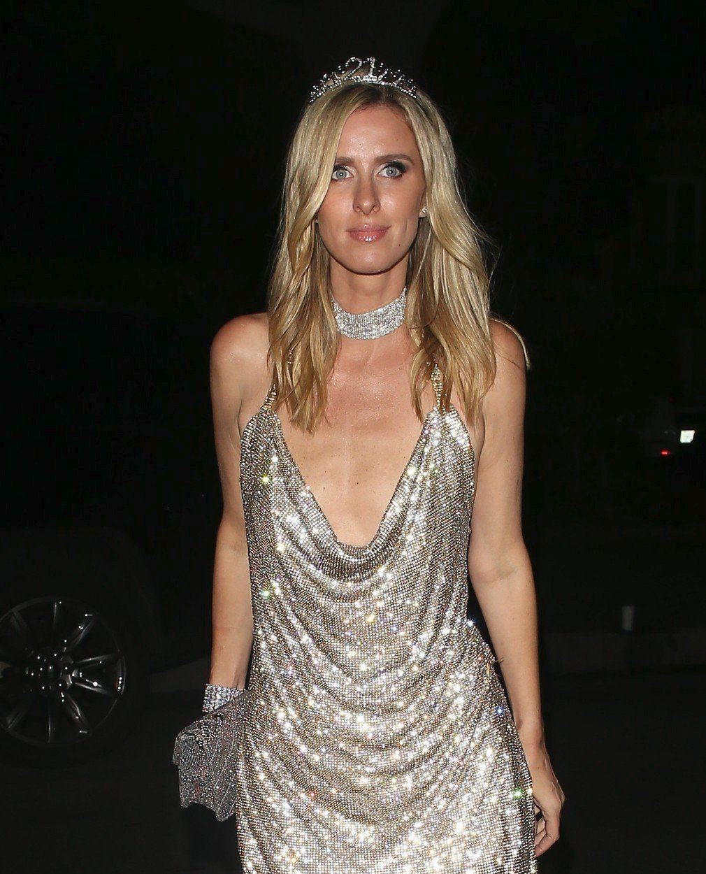 Nicky Hilton ve slavném outfitu Paris Hilton