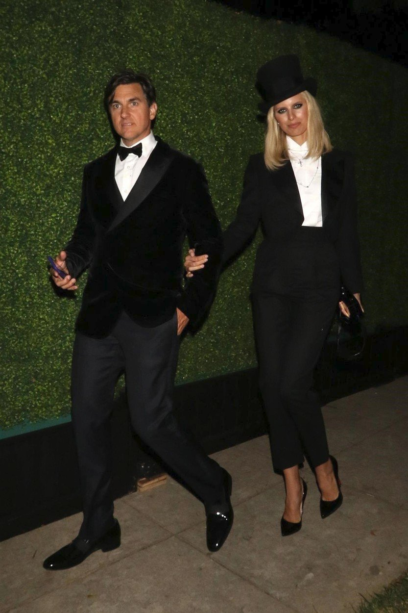 Karolina Kurková (s manželem) vyrazila v outfitu inspirovaném Marlene Dietrich