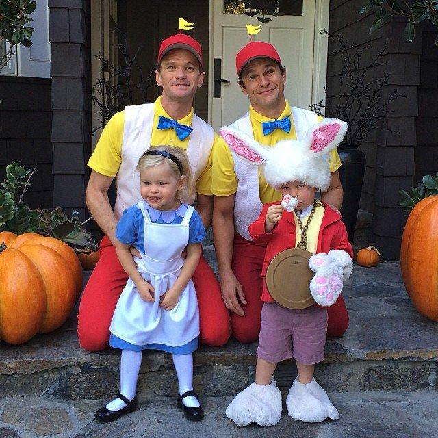 Neil Patrick Harris s manželem a jejich dvěma dětmi (2013)