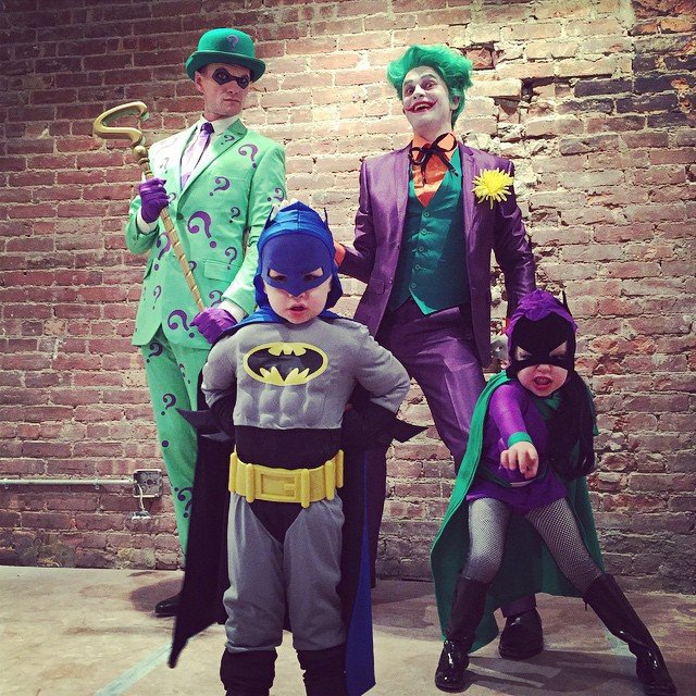 Neil Patrick Harris s manželem a jejich dvěma dětmi (2014)