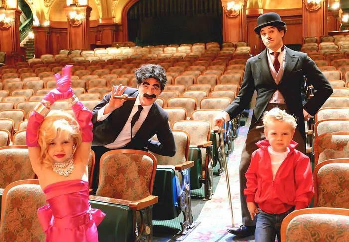 Neil Patrick Harris s manželem a jejich dvěma dětmi (2016)