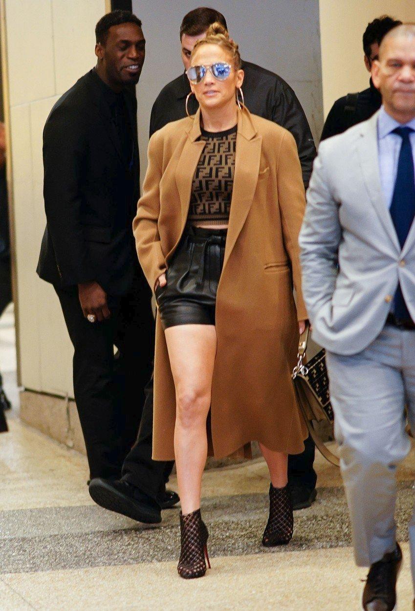 2018 - V New Yorku v outfitu od Fendi.