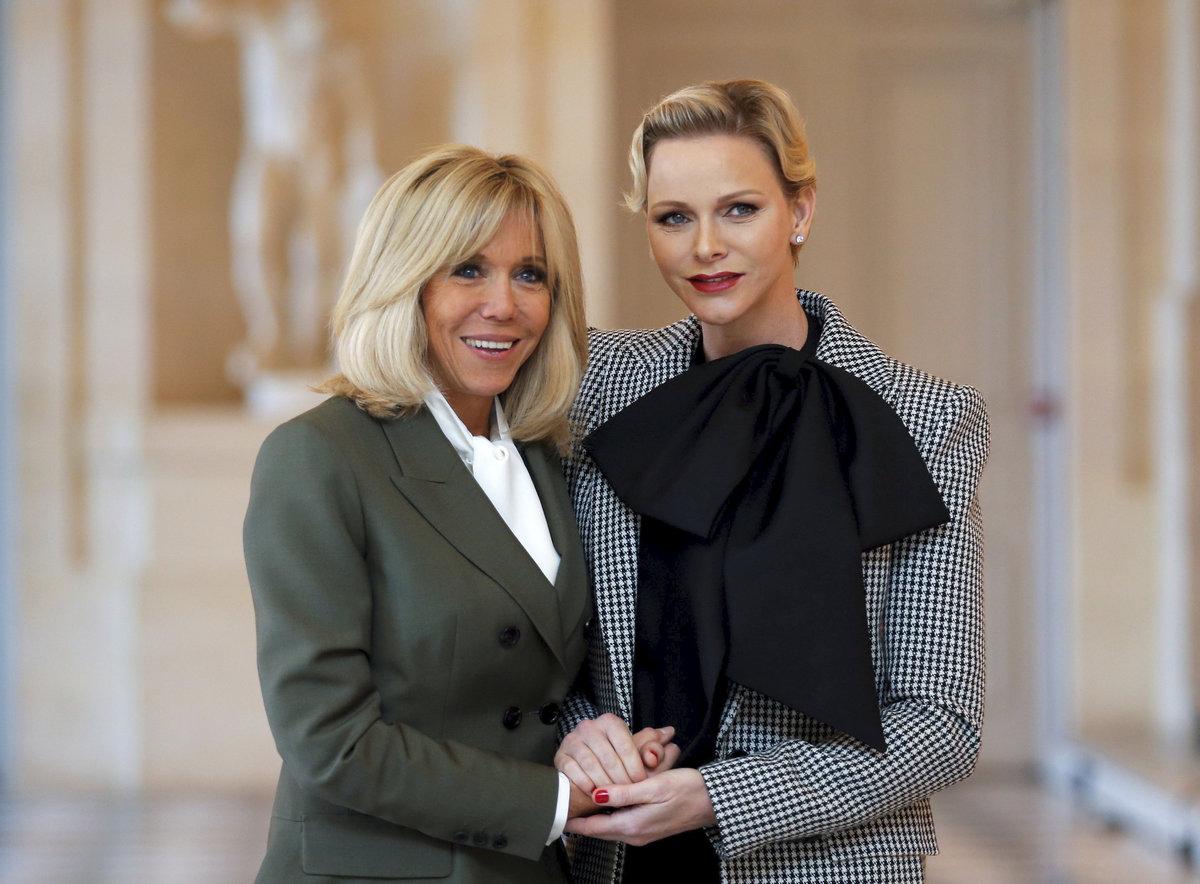 Brigitte Macronová a monacká princezna Charlene.