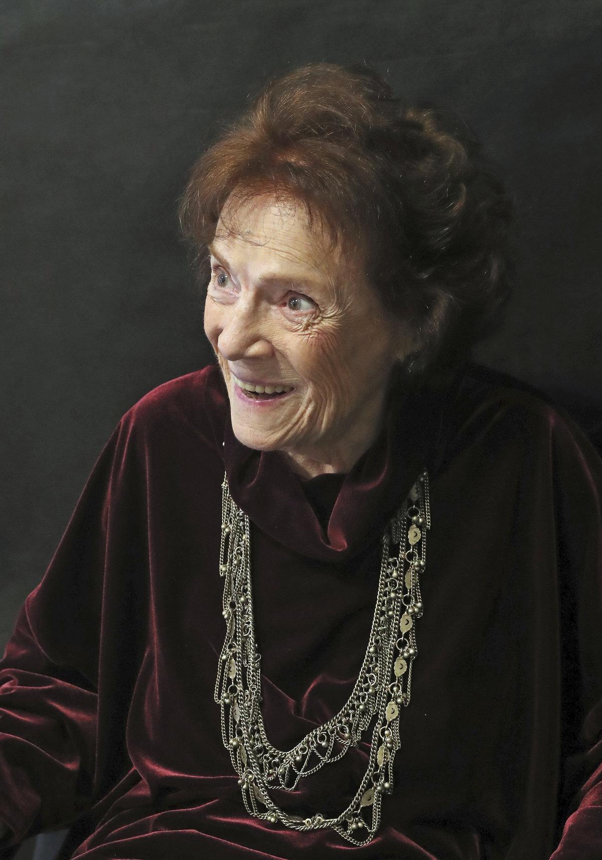 Energické Vlasta Chramostová oslavila 92. narozeniny.