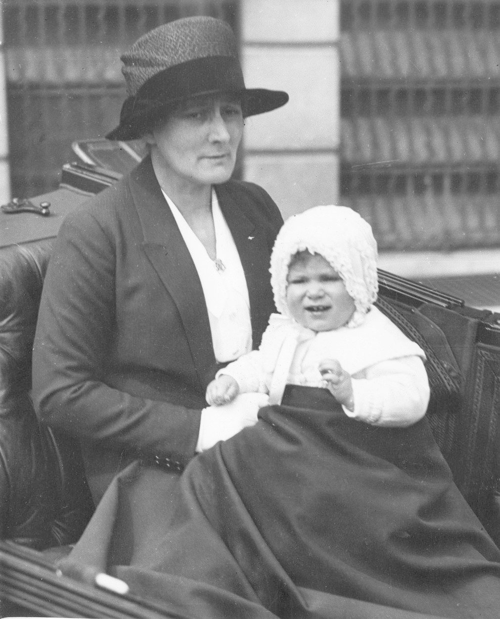 Malá Alžběta II. a její chůva Clara Knight