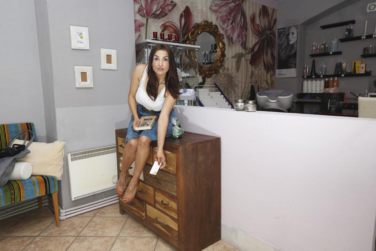 Snažila se i přivydělávat. Všechen nábytek byl v kavárně na prodej.