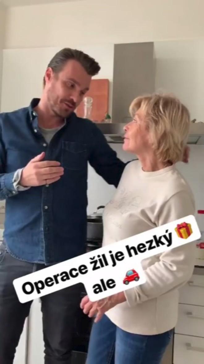 Leoš Mareš s maminkou