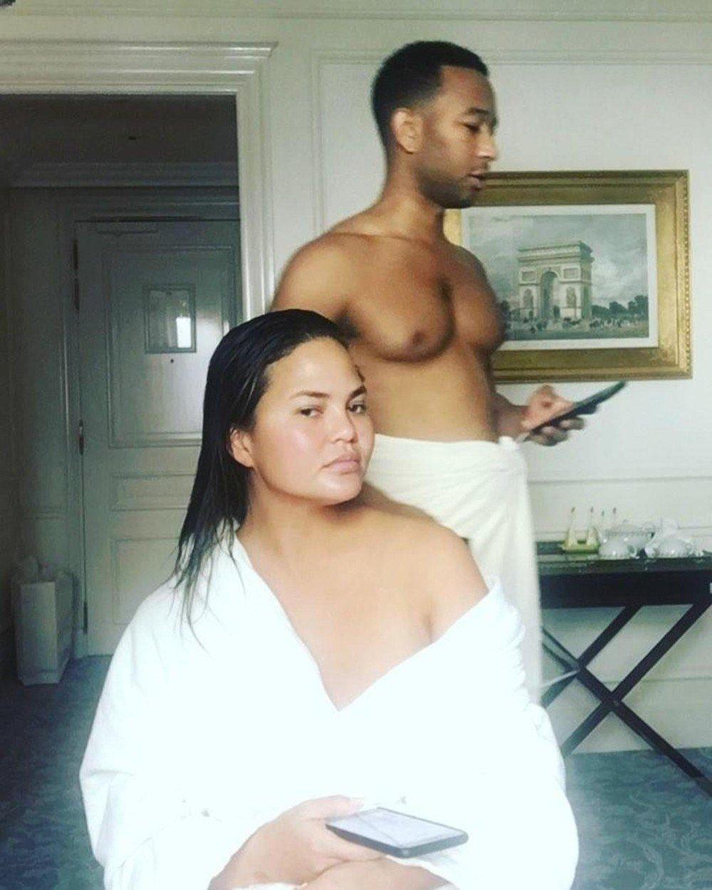 Intimní fotka na Instagramu - Chrissy Teigen a její manžel John Legend