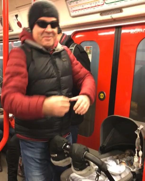 Miroslav Etzler hopsá v metru...