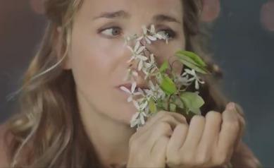 Nový videoklip Lucie Vondráčkové, ve kterém zemře malý chlapec.