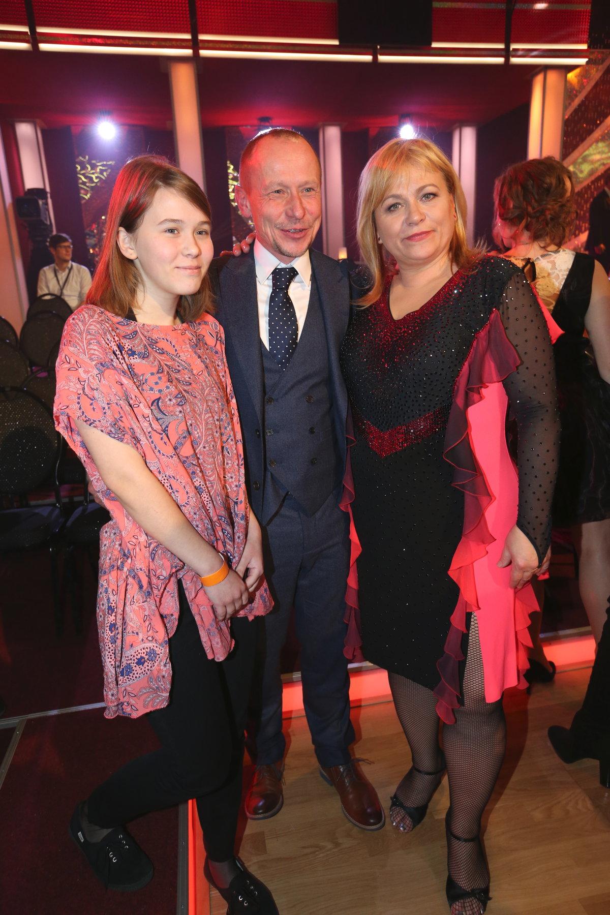 Pavla Tomicová s manželem a dcerou.
