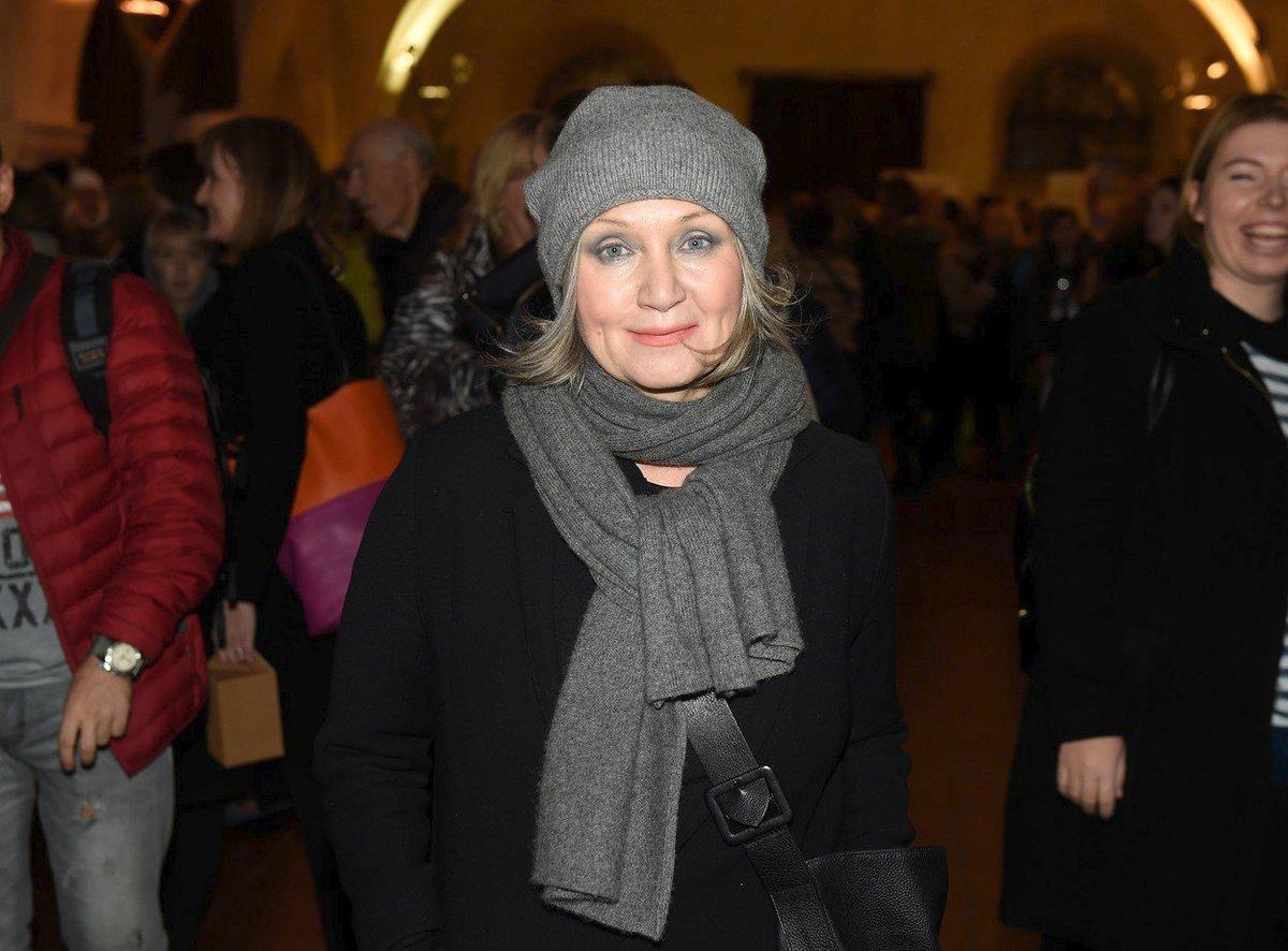 Bára Basiková na charitativním bazárku