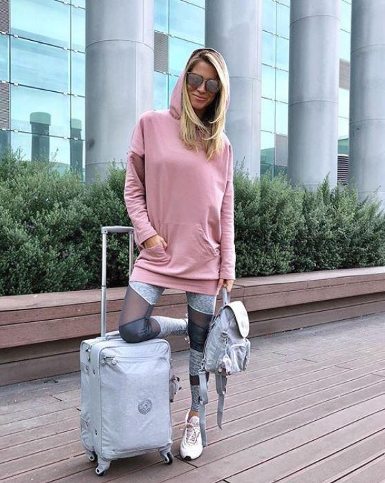 Přítelkyně Jaromíra Jágra Veronika Kopřivová má cestování v oblibě. Fotku si pořídila i z letiště v Barceloně.