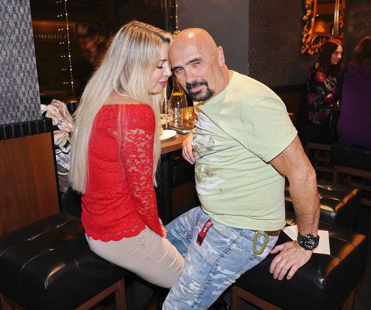 Čestmír Řanda s novou přítelkyní Michaelou.