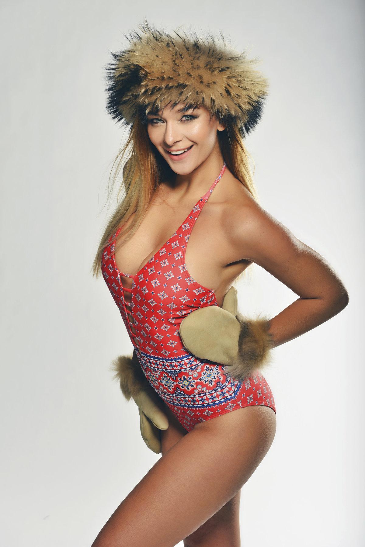 V zimě se čepice a rukavice hodí.