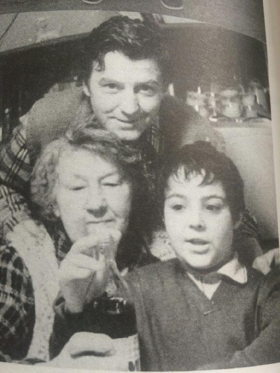 1975 - S tatínkem Miroslavem Zounarem (†65) a babičkou o Štědrém dnu v Orlických horách.