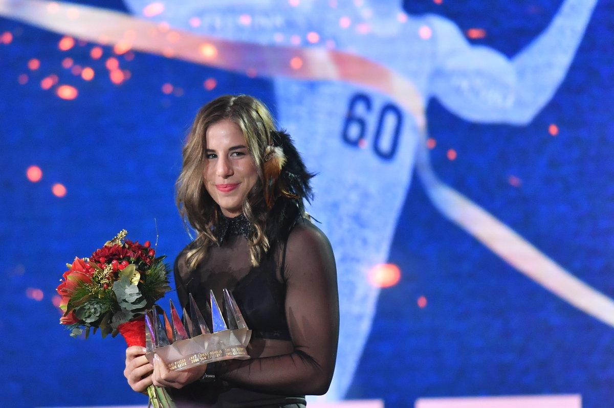 Sportovkyně roku Ester Ledecká s korunou pro vítězku ankety