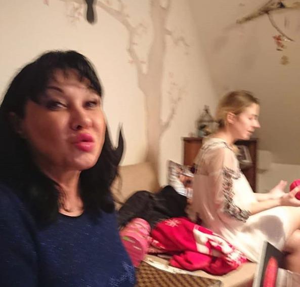 Dáda Patrasová s dcerou Aničkou Slováčkovou na Vánoce