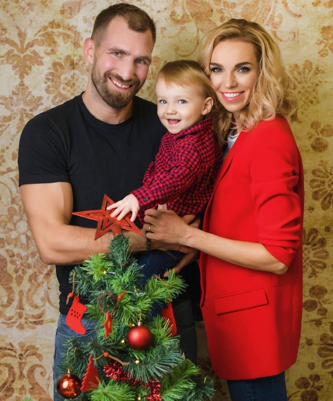 Hana Mašlíková Reinders a André Reinders se synem na Vánoce