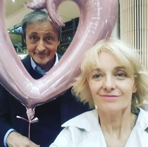 Veronika Žilková a Martin Stropnický čekají na děti na letišti