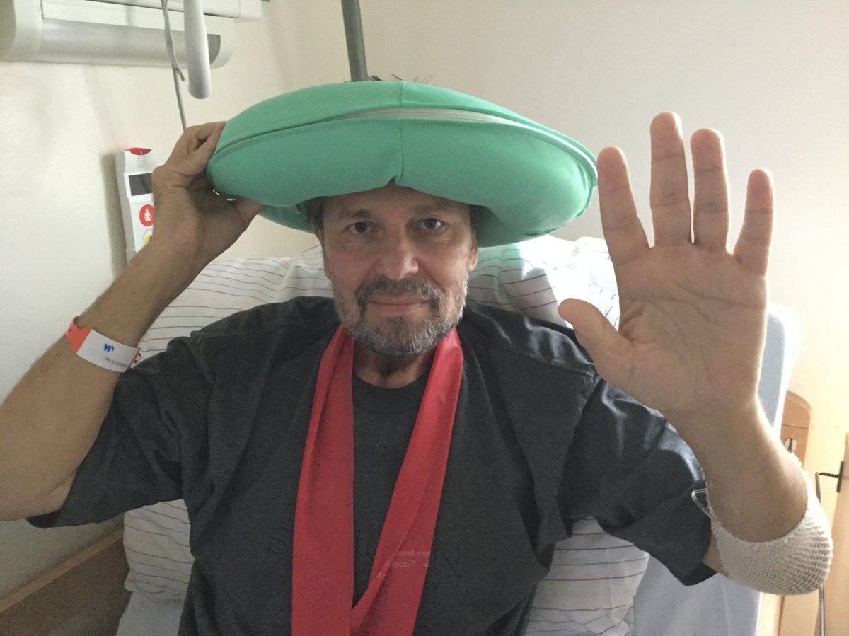 Jiří Pomeje v sanatoriu: V dobrém rozmaru nandal na hlavu kolo proti proleženinám a mával na pozdrav.