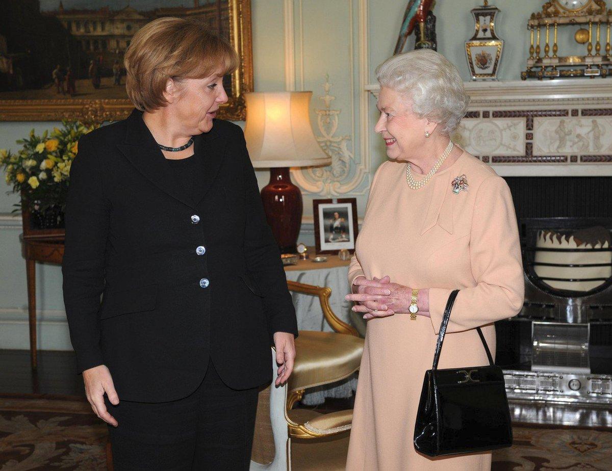 Královna Alžběta II. s německou kancléřkou Angelou Merkelovou