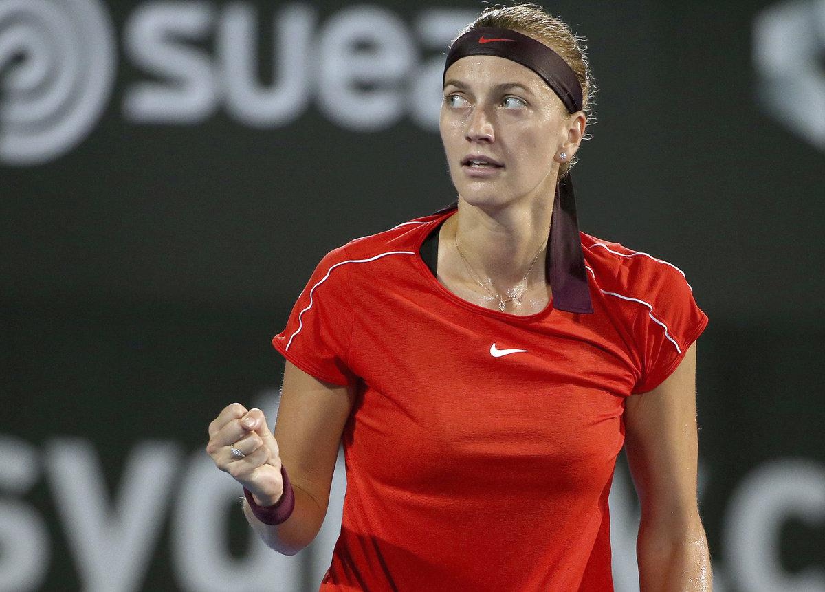 Petra Kvitová se raduje v semifinále turnaje v Sydney proti Bělorusce Sasnovičové