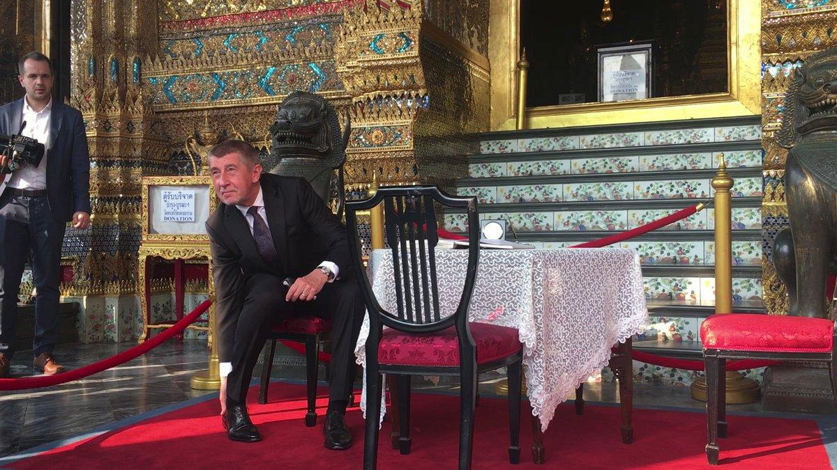 Premiér Babiše v Královském paláci v thajském Bangkoku zuli (17.1.2019)