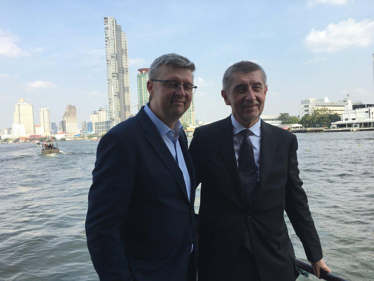 Andrej Babi se na závěr návštěvy Bangkoku projel lodí (17.1.2019)