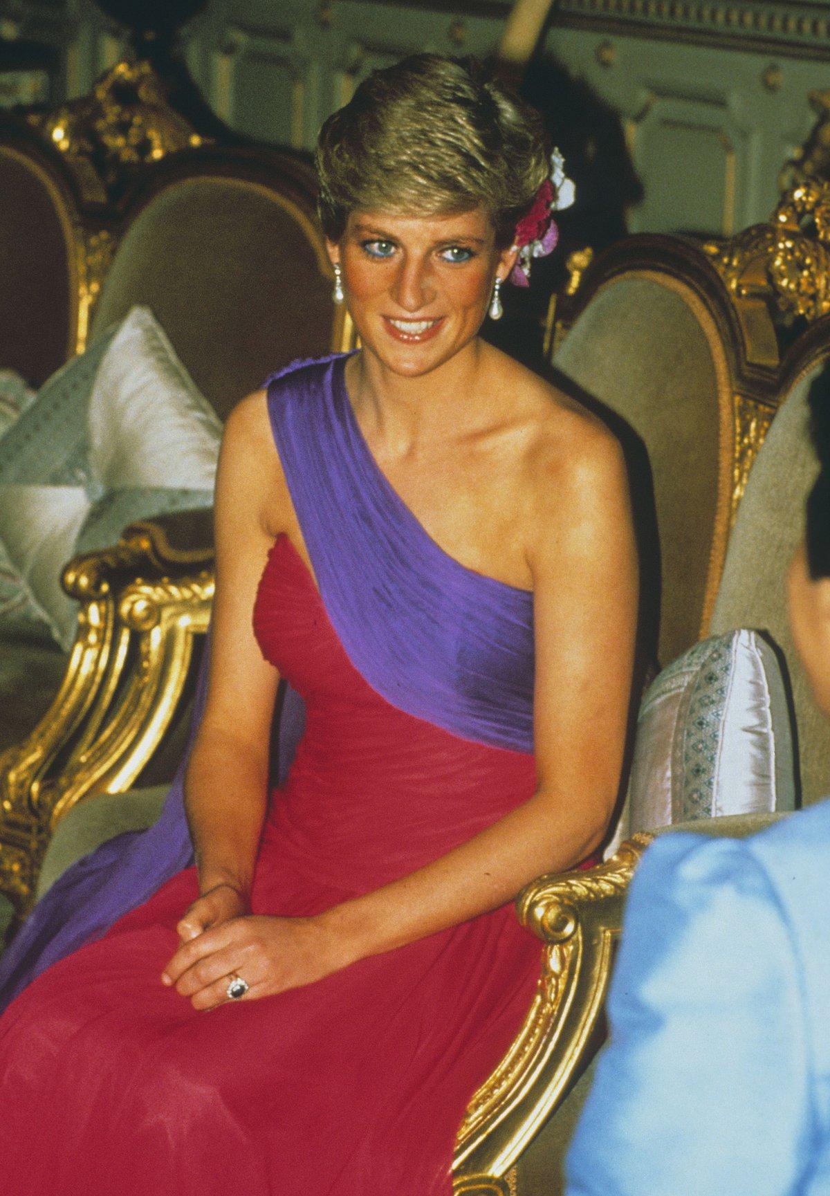 Princezna Diana v šatech z roku 1989.