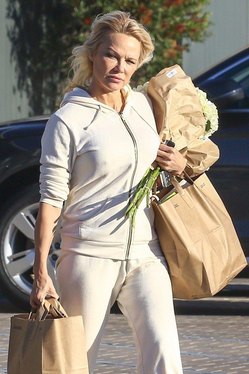 Pamela Anderson na nákupech