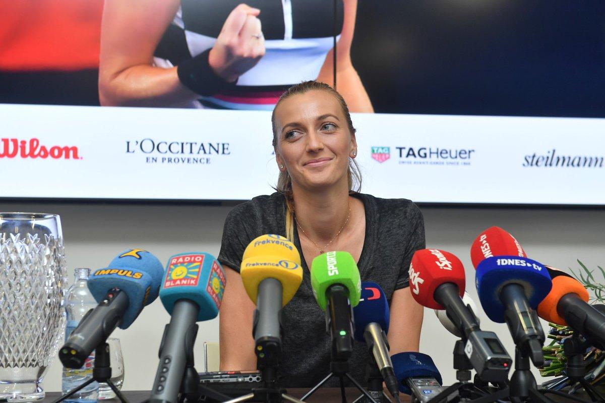 Petra Kvitová na tiskové konferenci při svém bleskovém zastavení v Praze