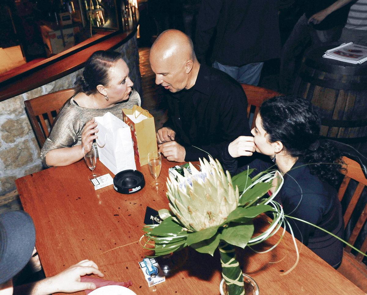 Ondřej Soukup oslavil narozeniny s manželkou Gábinou Osvaldovou (vlevo) i přítelkyní Lucií Šoralovou