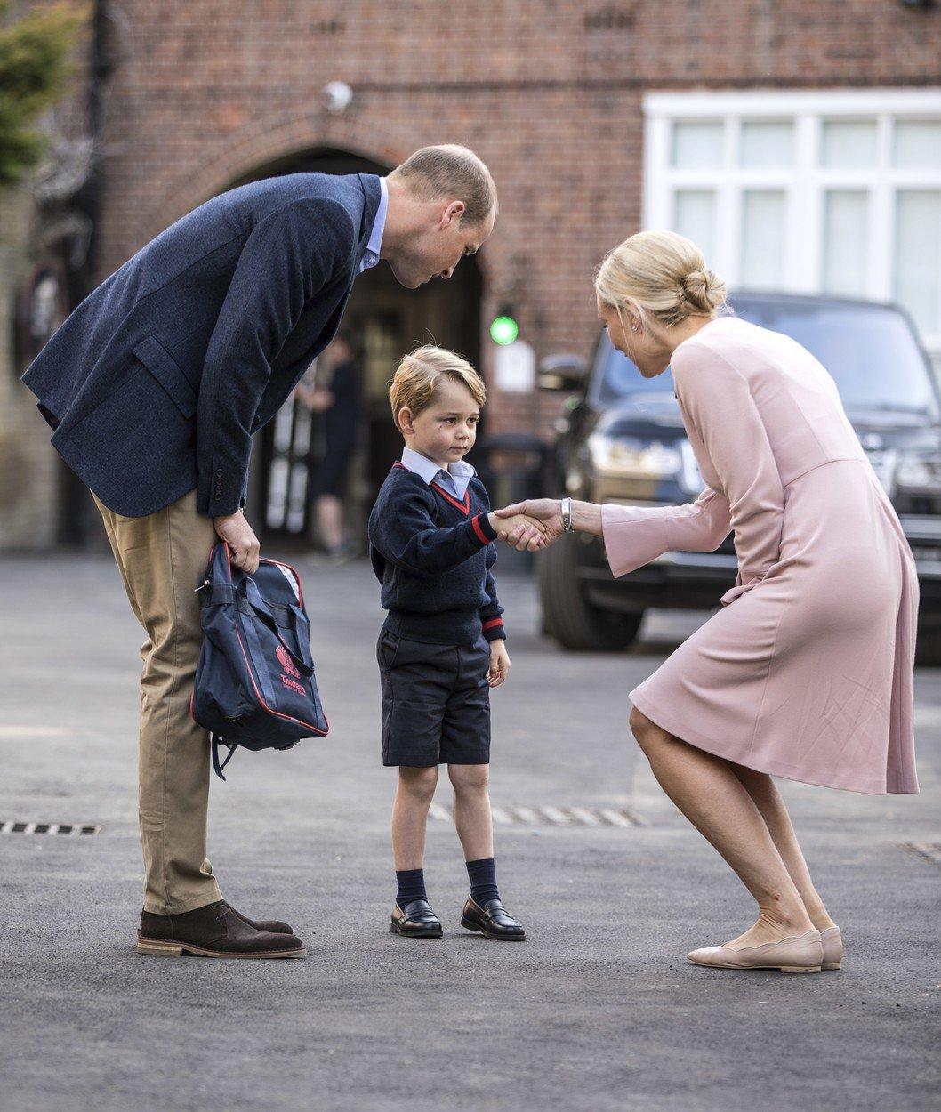 Princ George ve svůj první školní den.