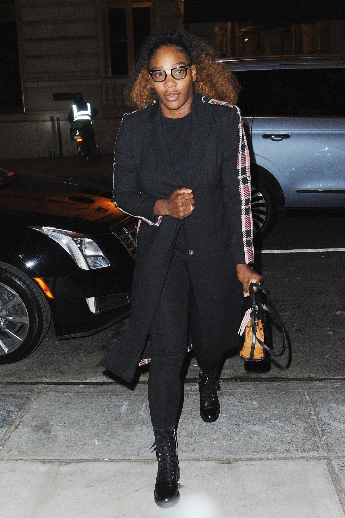 Serena Williamsová přichází na večírek vévodkyně Meghan