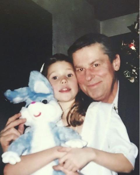 Tereza Kerndlová s tátou jako malá holčička.