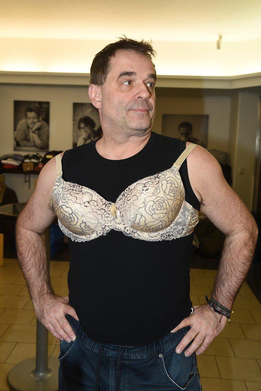 Miroslav Etzler v jednom ze svých kostýmů v novém muzikálu Kvítek Mandragory