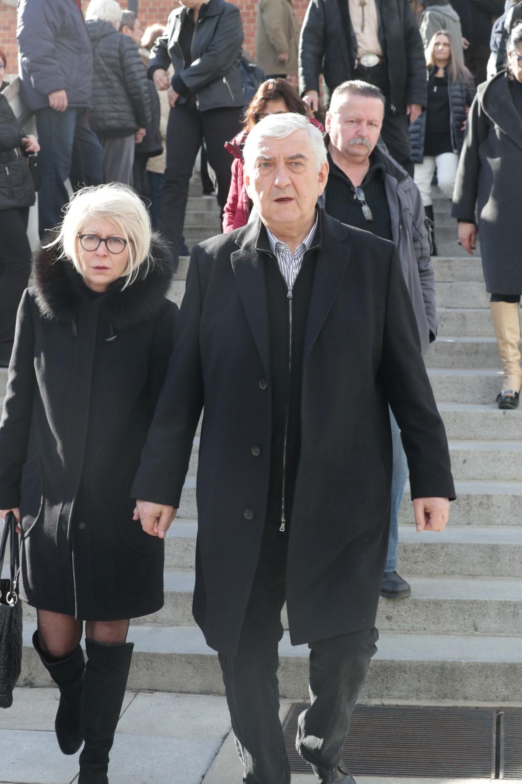 Pohřeb Jiřího Pechy: Miroslav Donutil s manželkou