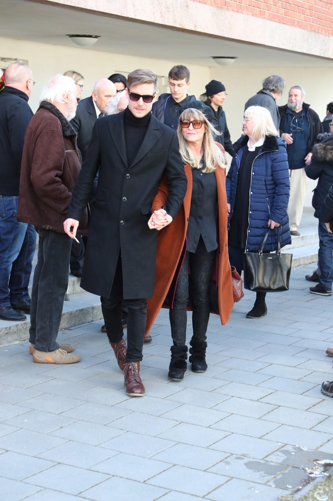 Pohřeb Jiřího Pechy: Chantal Poullain a její syn Vladimír Polívka