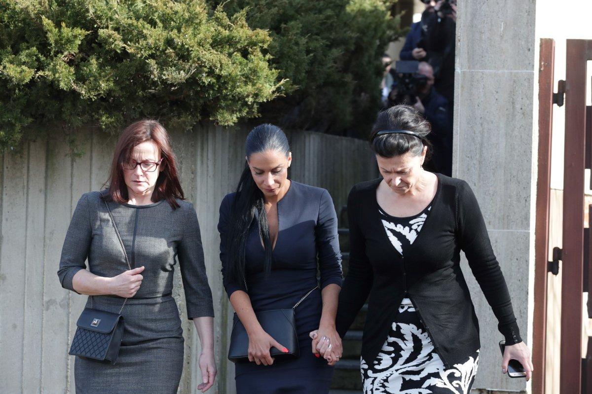 Pohřeb Jiřího Pomeje: Vdova Andrea a Pomejeho sestry