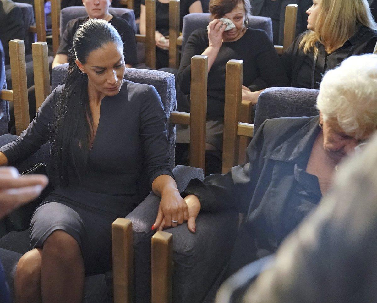 Pohřeb Jiřího Pomeje: Andrea Pomeje se držela za ruku s Jiřího maminkou
