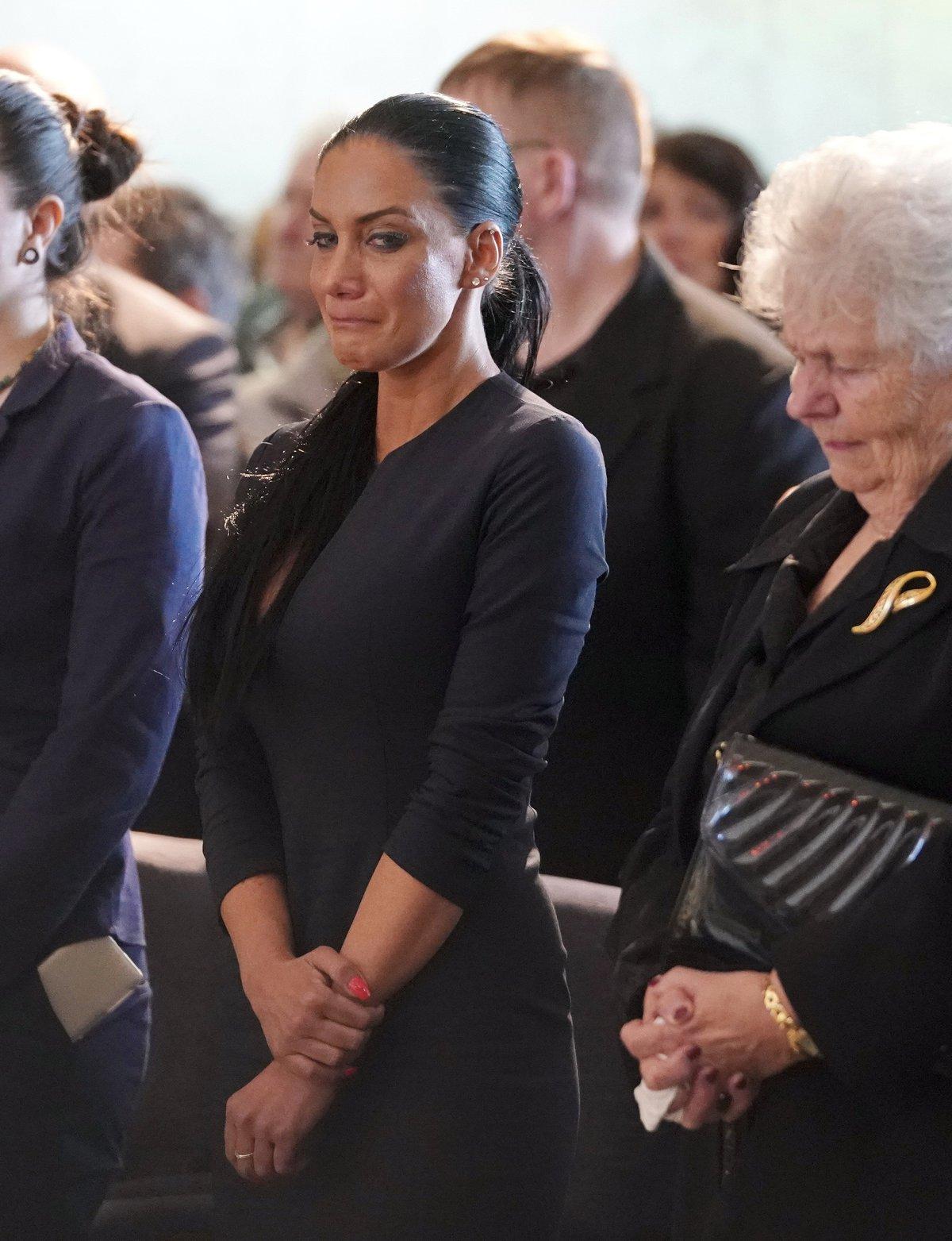 Pohřeb Jiřího Pomeje: Smutná vdova Andrea Pomeje s tchyní, maminkou Jiřího