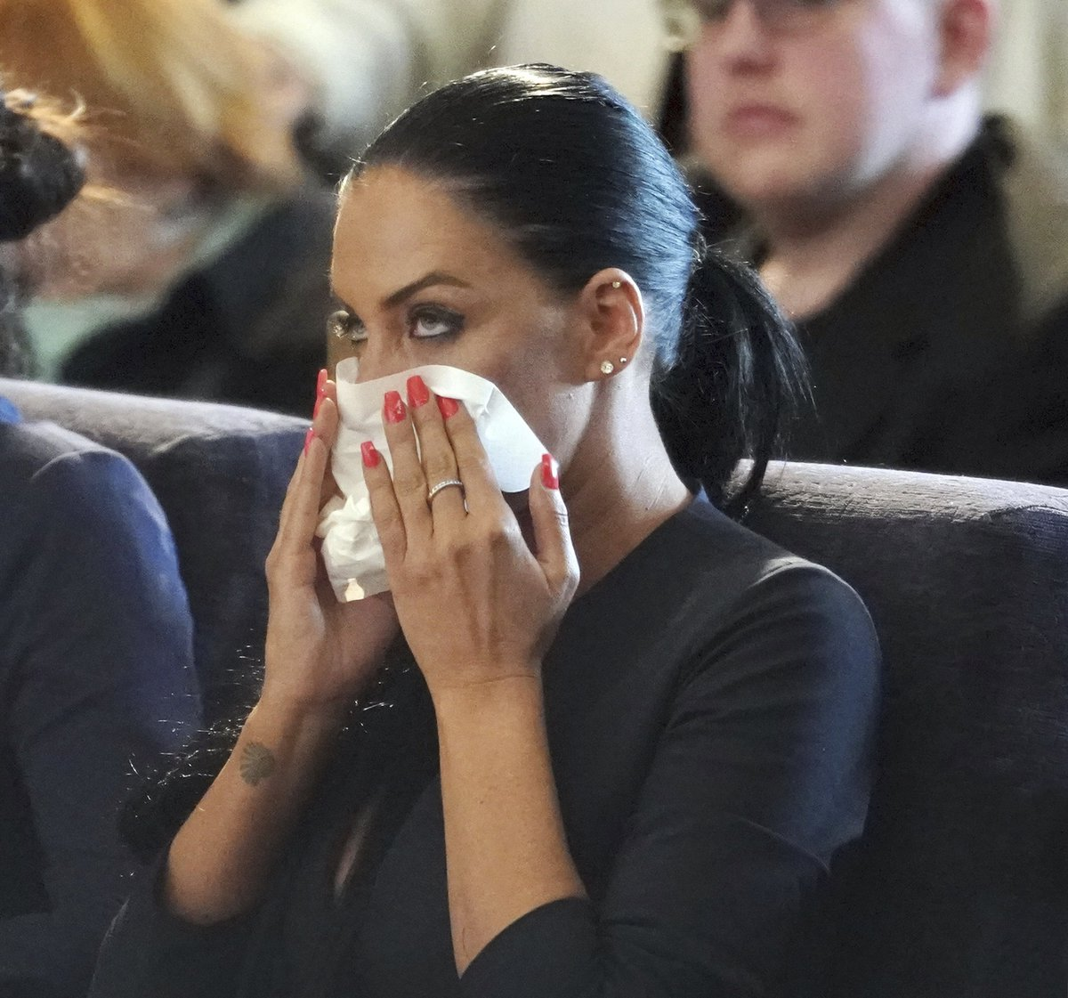 Pohřeb Jiřího Pomeje: Vdova Andrea Pomeje v slzách