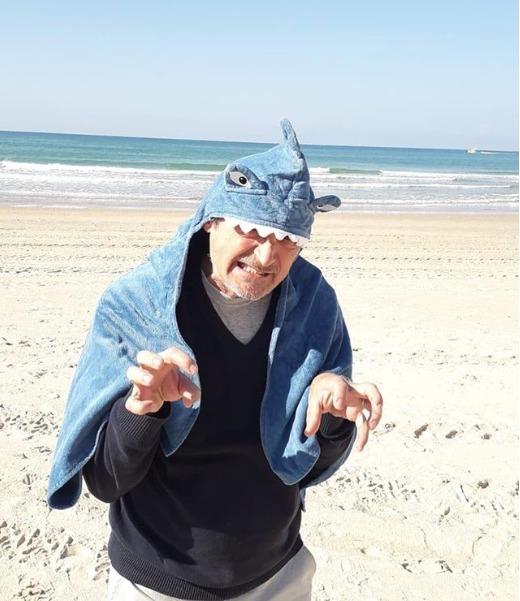 Martin Stropnický na pláži v Izraeli.