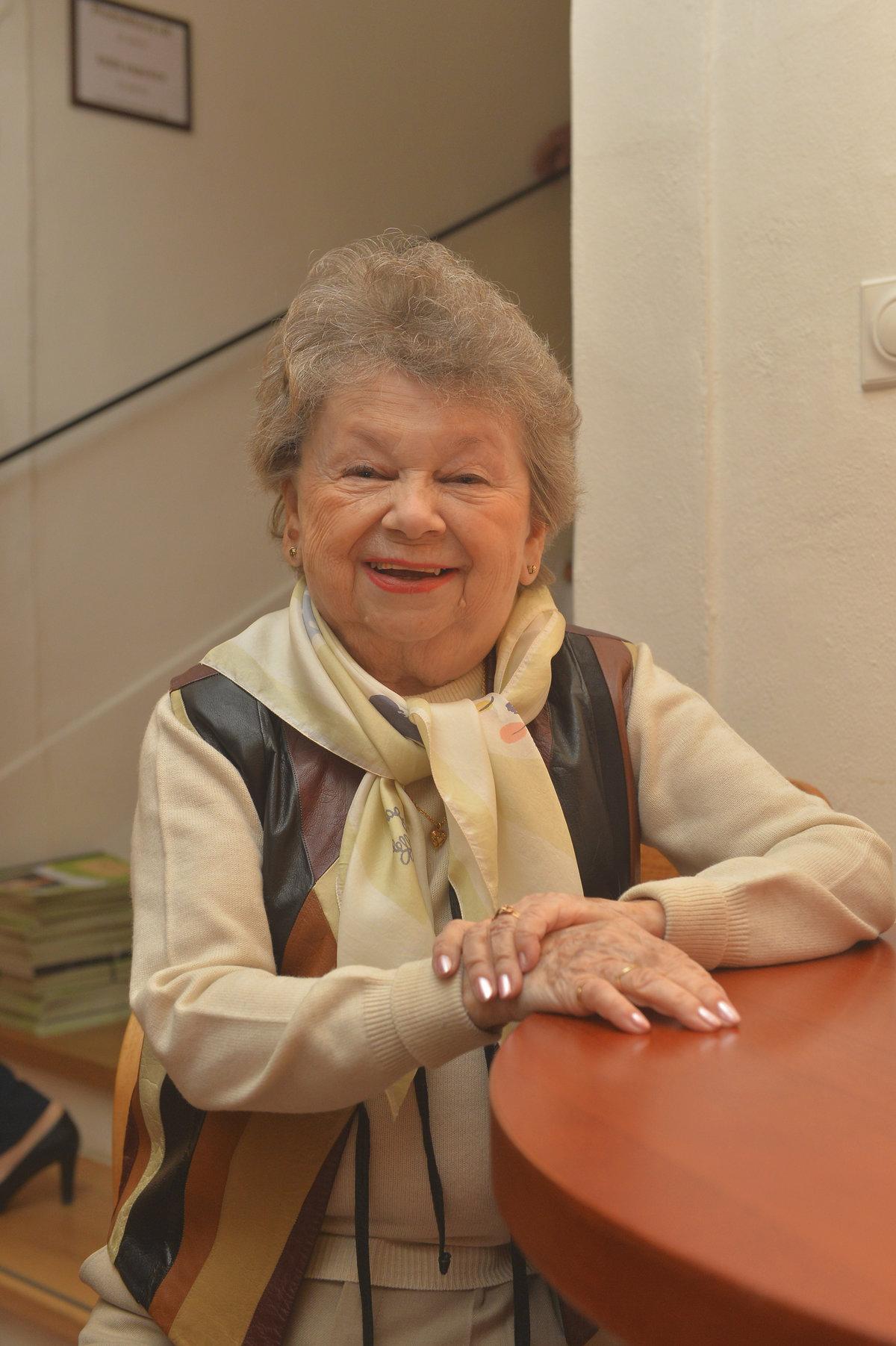 Aťka Janoušková vypadala před devadesátkou na slabých šedesát.