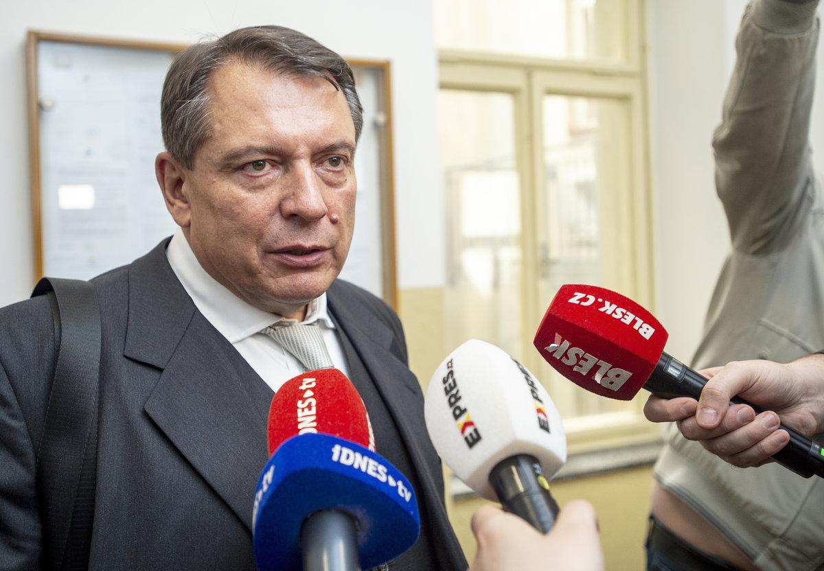Jiří Paroubek opouští soud
